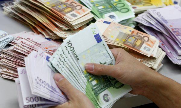 Diaspora thyen rekord në kohë pandemie, në maj të 2020 dërgoi më shumti para në Kosovë