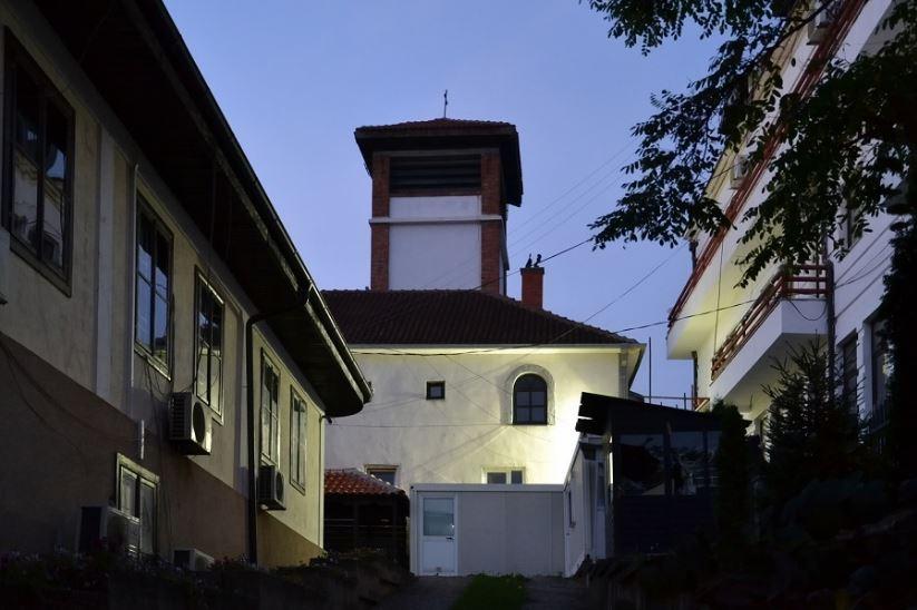 Kisha serbe në Prishtinë lufton COVID-19 sipas modelit të paverifikuar rus