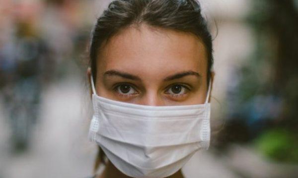 Shkencëtarët paralajmërojnë për rrezikun e transmetimit të koronavirusit përmes syve