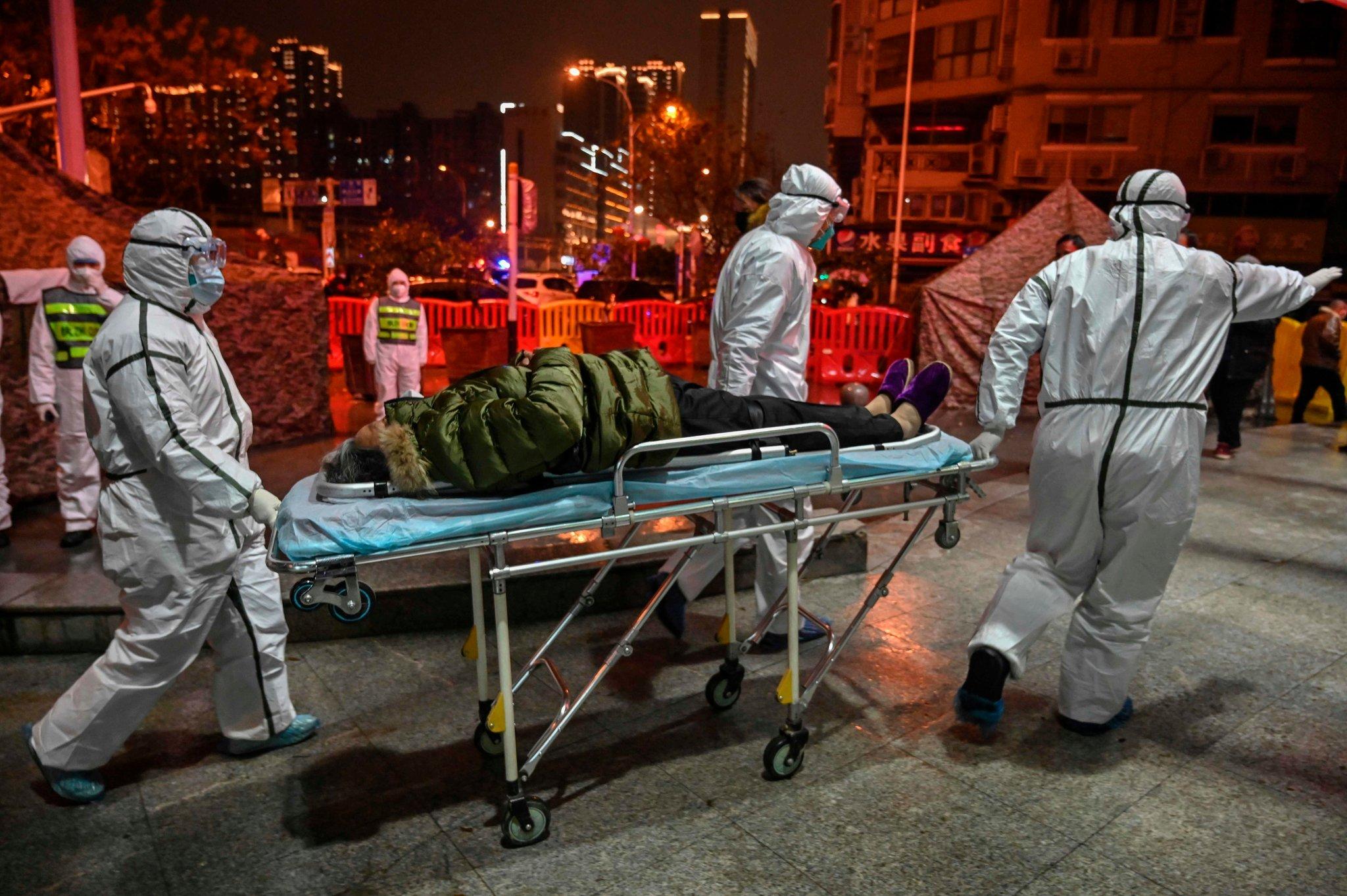 Nuk përjashtohet teoria se Covid-19 doli nga laboratori në Wuhan – Mediat britanike: Stafi u spërkat me gjak!