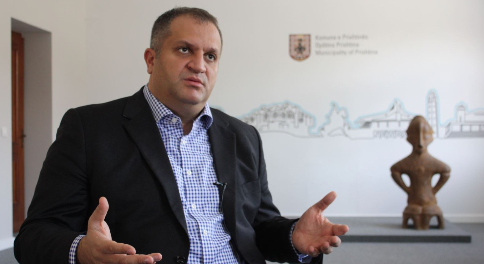 Ndihma 2 milionëshe e Qeverisë, Shpend Ahmeti e quan hajgare