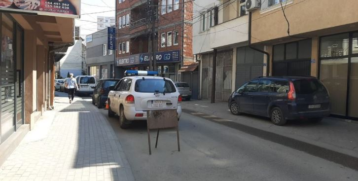 Policia pranë një shtëpie në Tophane
