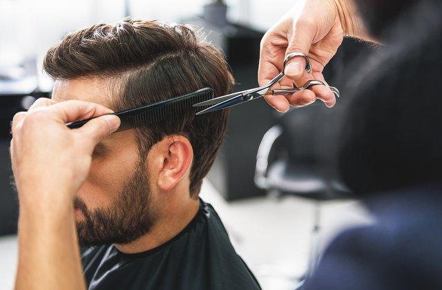 Ky berber bëri rreth 80 prerje flokësh në 48 orë