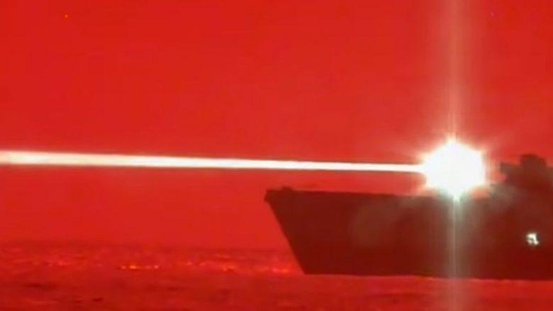 Arma më e fundit e Marinës amerikane, mund të rrëzojë një aeroplan luftarak gjatë fluturimit