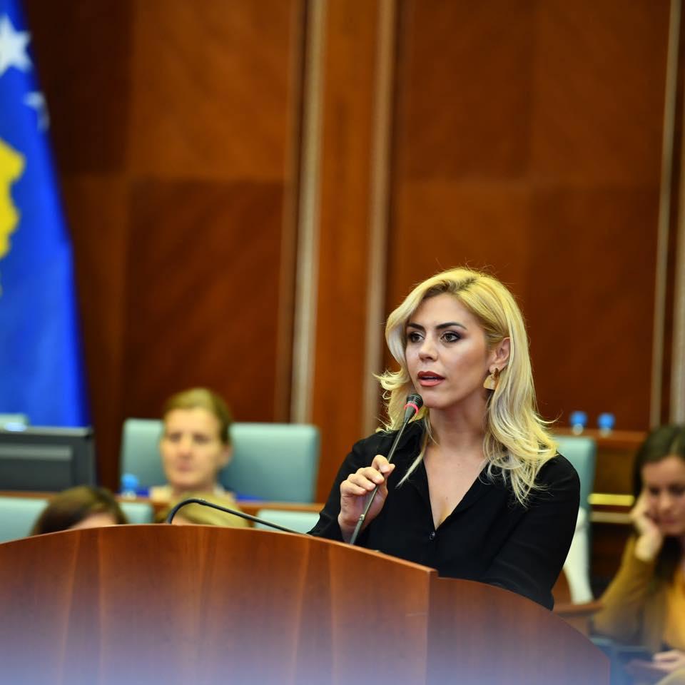 Deputetja e PDK-së kritikon Qeverinë Hoti për heqjen e reciprocitetit
