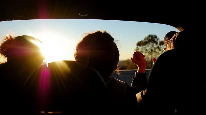 Shkencëtarët japin përgjigjen: Si ndikojnë rrezet e diellit në shkatërrimin e koronavirusit