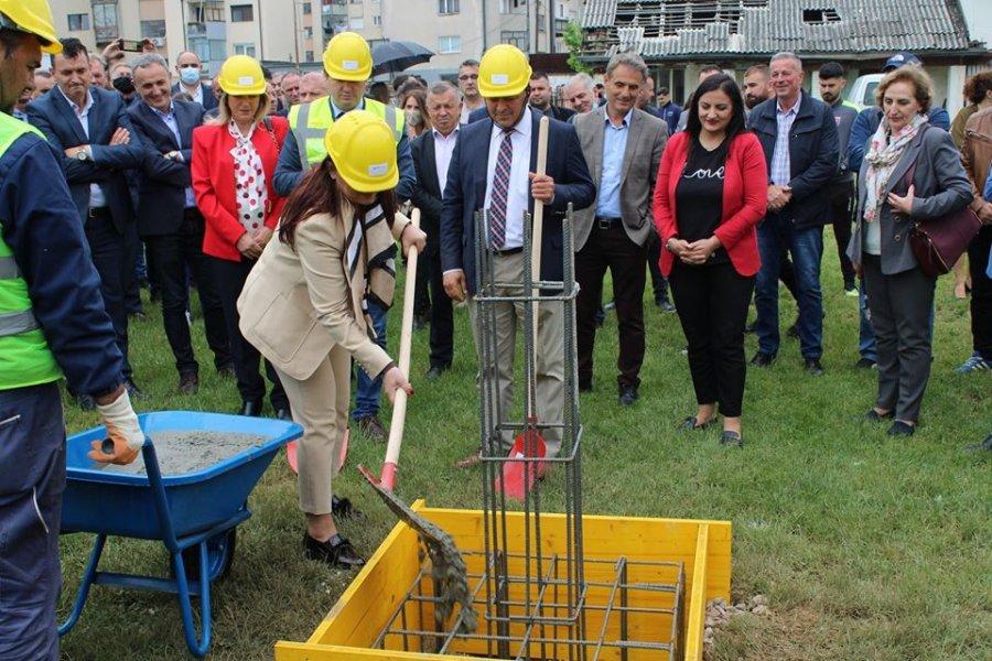 Vihet gurthemeli për stadiumin e ri të futbollit në Gjakovë