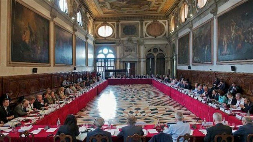 Vjen lajm i fundit nga Komisioni i Venecias, tregojnë a do të përfshihen në 'betejën' e Vetëvendosjes me Gjykatën Kushtetuese?