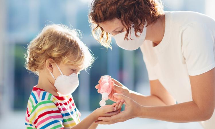 Vendosja e maskave paraqet rrezik të madh për fëmijët e vegjël