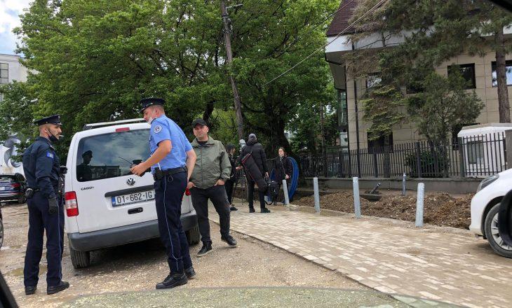 Policia shqipton 165 gjoba për qytetarët që s'respektuan masat në Gjilan