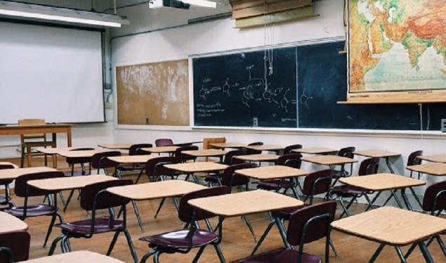 A duhet të hapen shkollat në Kosovë? – Flet Lul Raka
