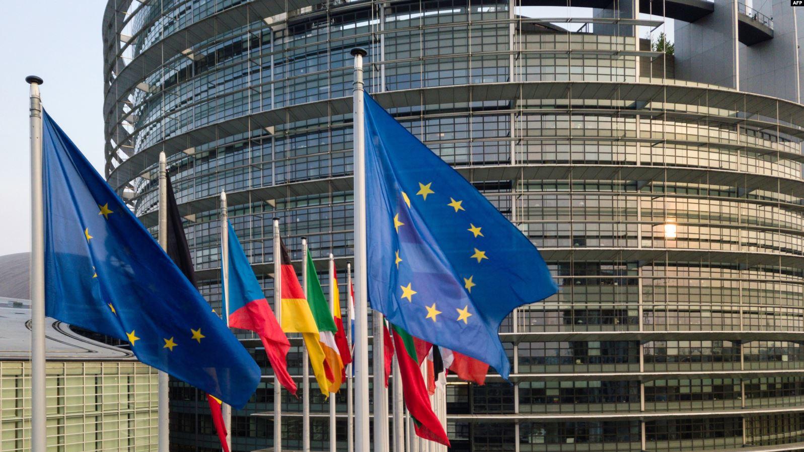 BE-ja i bën thirrje Kosovës të rishqyrtojë vendimin për reciprocitet ndaj Serbisë