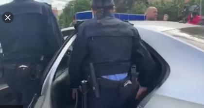 """Aktivisti i VV-së publikon të mavijosurat në trup: U rraha nga policia pasi brohorita """"Poshtë Lista Serbe"""""""