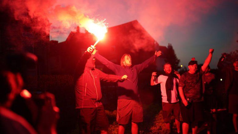 Festë e zjarrtë jashtë Anfieldit, pasi Liverpooli u shpall kampion
