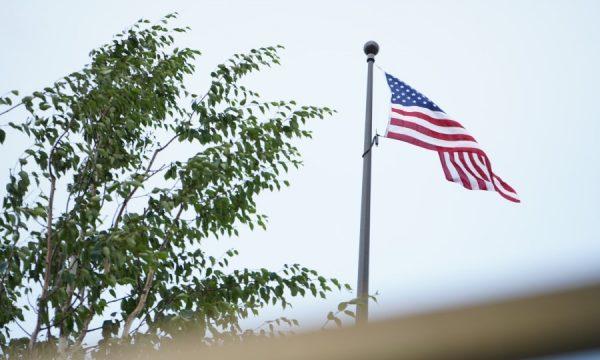 Ambasada amerikane në Prishtinë njofton se po merr hapa për kthim në normalitet