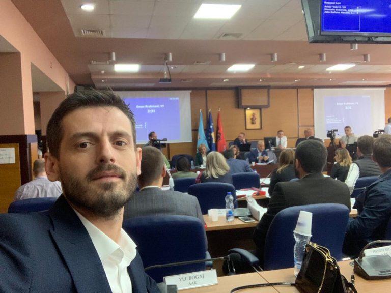 Asambleisti nga AAK jep dorëheqje nga posti në Prishtinë