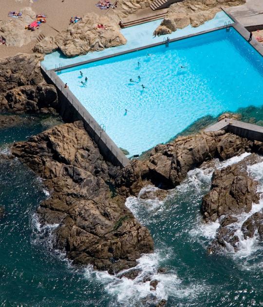 A është e sigurt të shkoni në pishina dhe plazhe këtë verë
