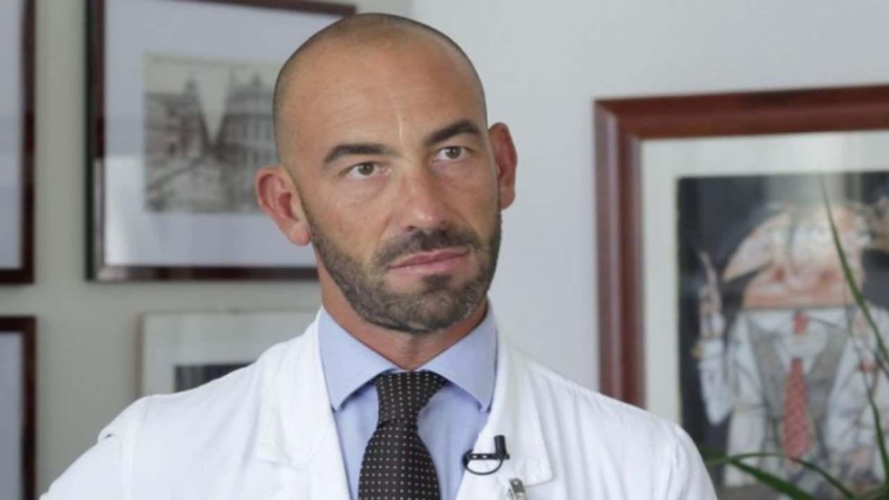 Infektologu italian: Koronavirusi mund të zhduket sepse është dobësuar