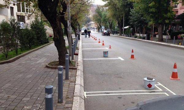 Fillon sistemi i ri i parkingjeve në Prishtinë, këto janë mënyrat e pagesës