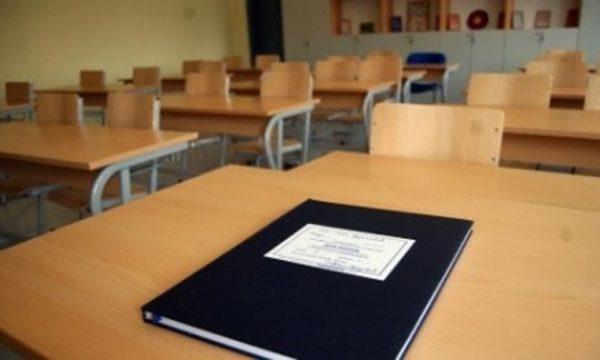 MASH-i shqyrton rikthimin në shkolla ose mbajtjen e mësimit në distancë në shtator