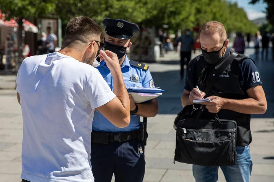 Ata që nuk i respektojnë masat e qeverisë mund të dënohen deri në 12 vjet burg e 8 mijë euro gjobë