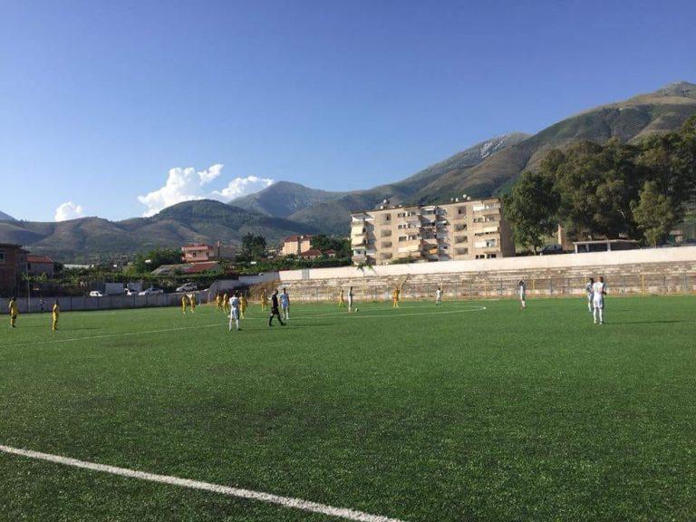 Vazhdon dhuna në futbollin shqiptar, goditen me gurë portieri dhe fizioterapisti i klubit