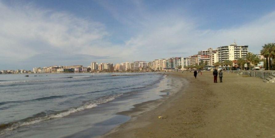 Një burrë 30 vjeqar gjendet i vdekur në det në Durrës