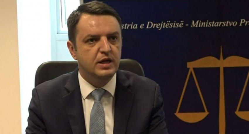 Ministri Selimi thotë se ka të drejtë të bëjë emërime partiake