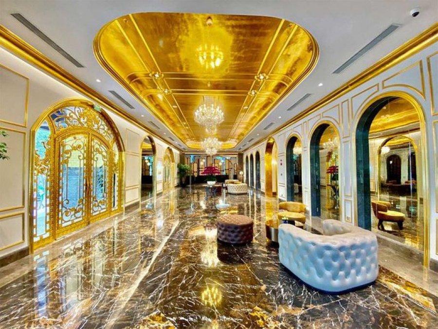 Hapet hoteli i parë në botë i larë me flori