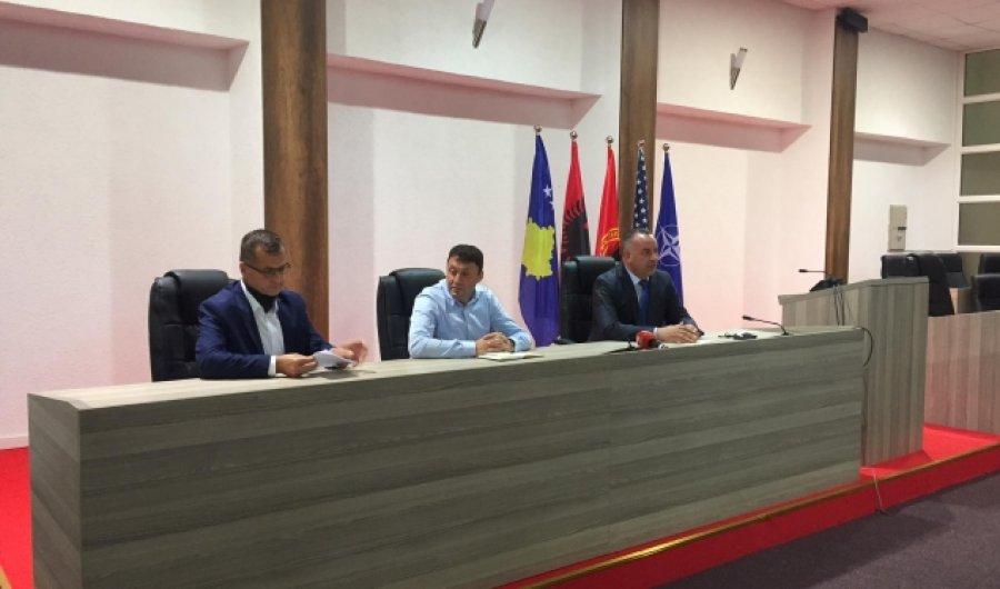 Ministri Likaj: Viti i ri shkollor mund të vazhdojë online