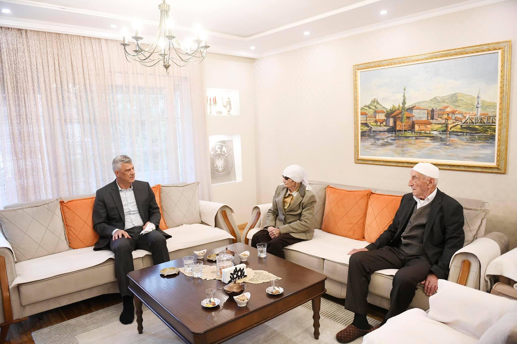 Thaçi te Kadri Veseli: Vizitova familjen e vëllait të gjakut të luftës!