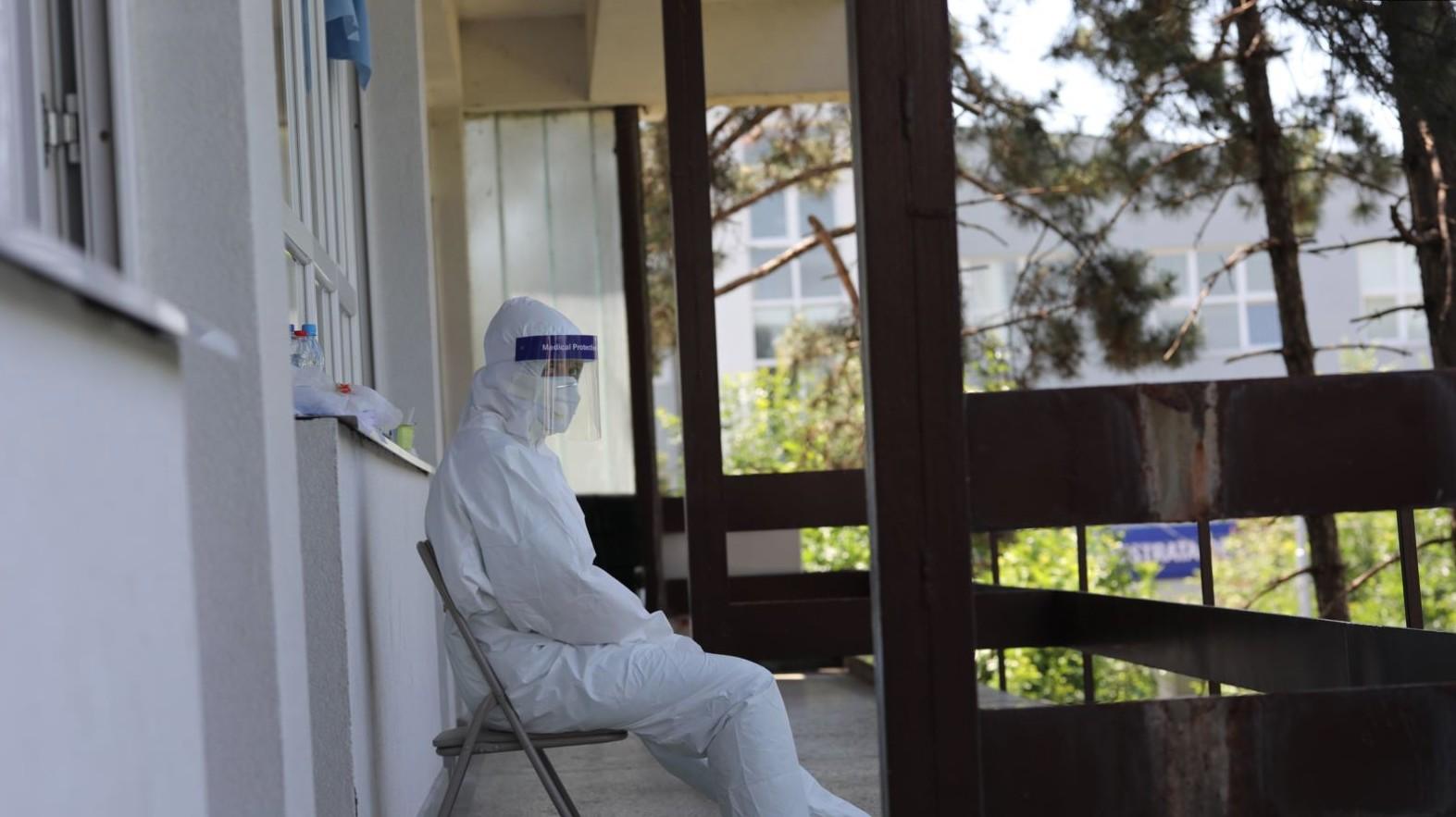 Një i vdekur dhe 18 raste të reja me koronavirusi në Kosovë në 24 orët e fundit