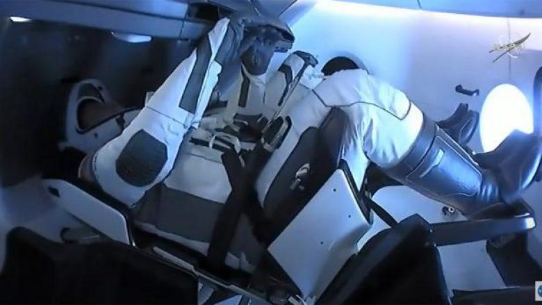 Anija hapësinore SpaceX e Elon Musk shënoi një tjetër arritje historike, kthehen në Tokë dy astronautët e NASA-s