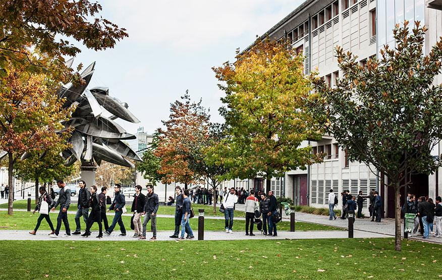 Franca rihap universitetet, por studentët duhet të mbajanë maska