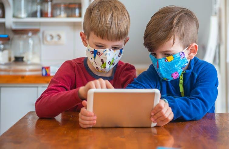 Eksperti amerikan: Fëmijët mund ta përhapin koronavirusin ashtu si gripin e zakonshëm