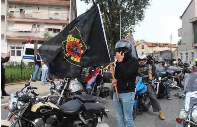 Veteranët kroatë valëvitin flamujt e UÇK-së, shprehin falënderim ndaj shqiptarëve
