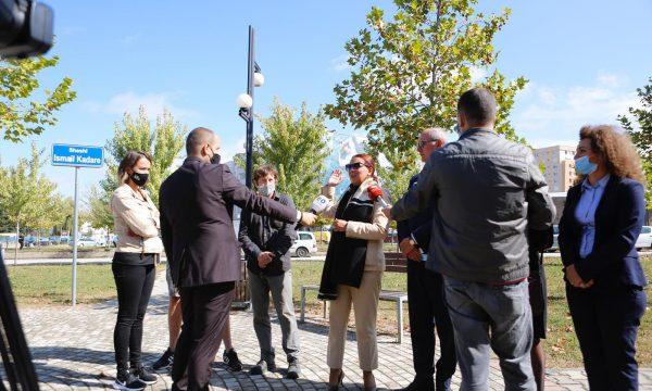 Ministrja Dumoshi zbulon projektin për ndërtimin e stadiumit të ri në Ferizaj