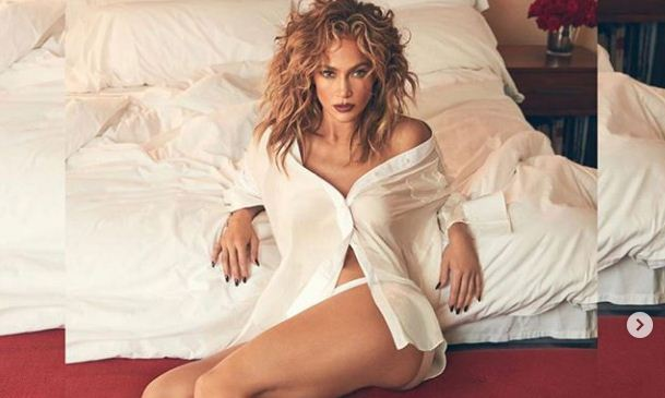 """Jennifer Lopez, 51 vjeçarja më seksi në botë, vjen """"përvëluese"""" në fotosesionin e ri"""