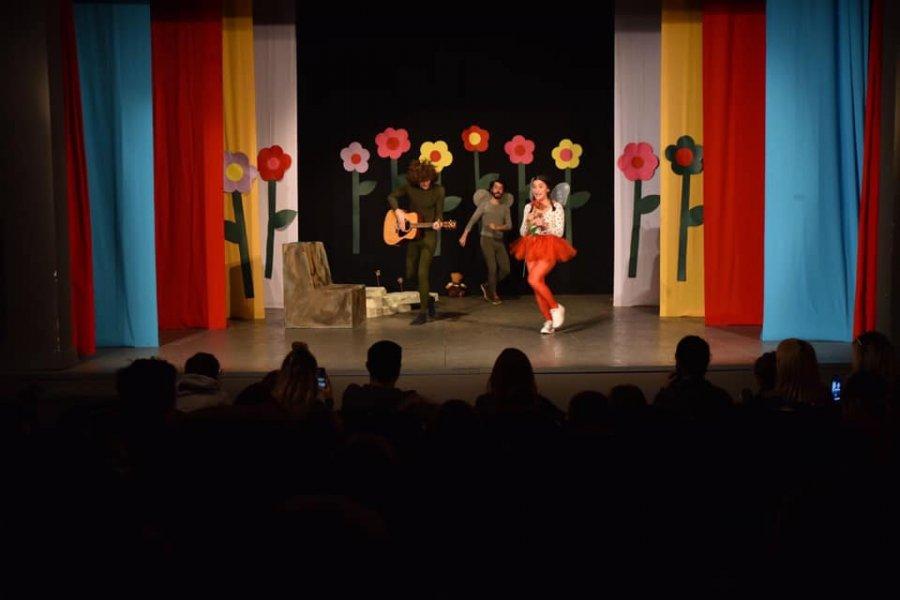 Kryetari i Prishtinës thotë se po synohet punësimi i 20 artistëve rezidentë në Teatrin e Qytetit