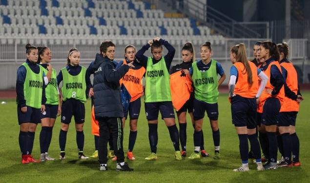 """Kombëtarja e Kosovës për femra presin Holandën në stadiumin """"Fadil Vokrri"""""""