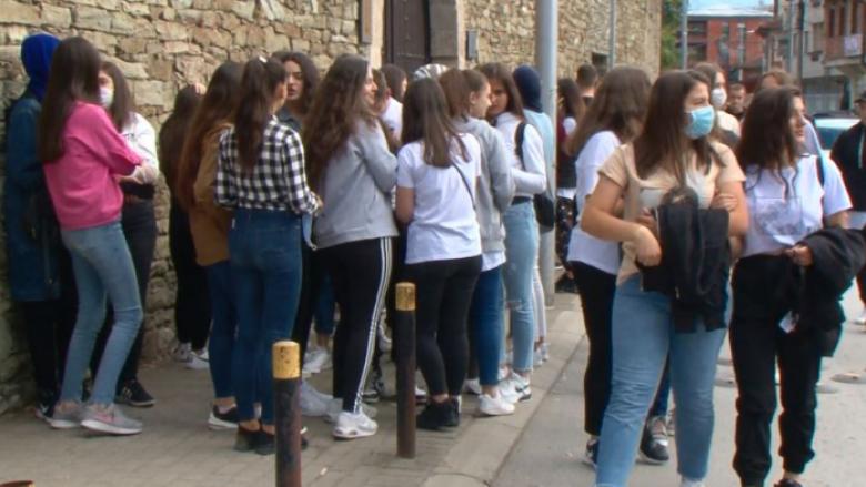 Vajzat më pak po ndjekin shkollat profesionale në Kosovë