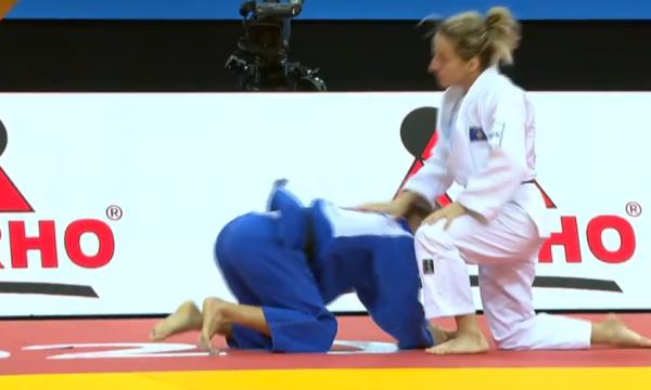 Distria Krasniqi e mposht rusen dhe siguron finalen për medalje të bronztë