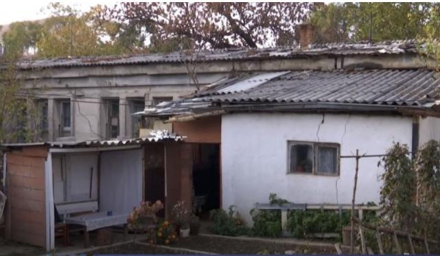 Azbesti kancerogjen në çatitë e banesave në Prishtinë