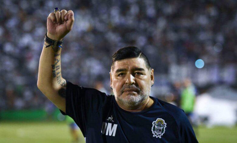Vdes në moshën 60 vjeçare legjenda, Maradona