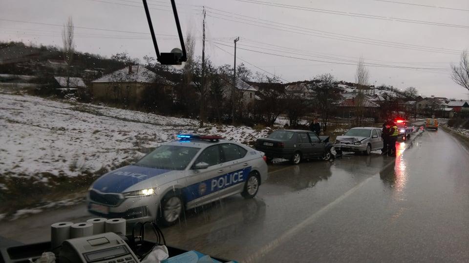 Mëngjesi nis me aksidente, makinat përplasen ndërmjet vete në Graçanicë
