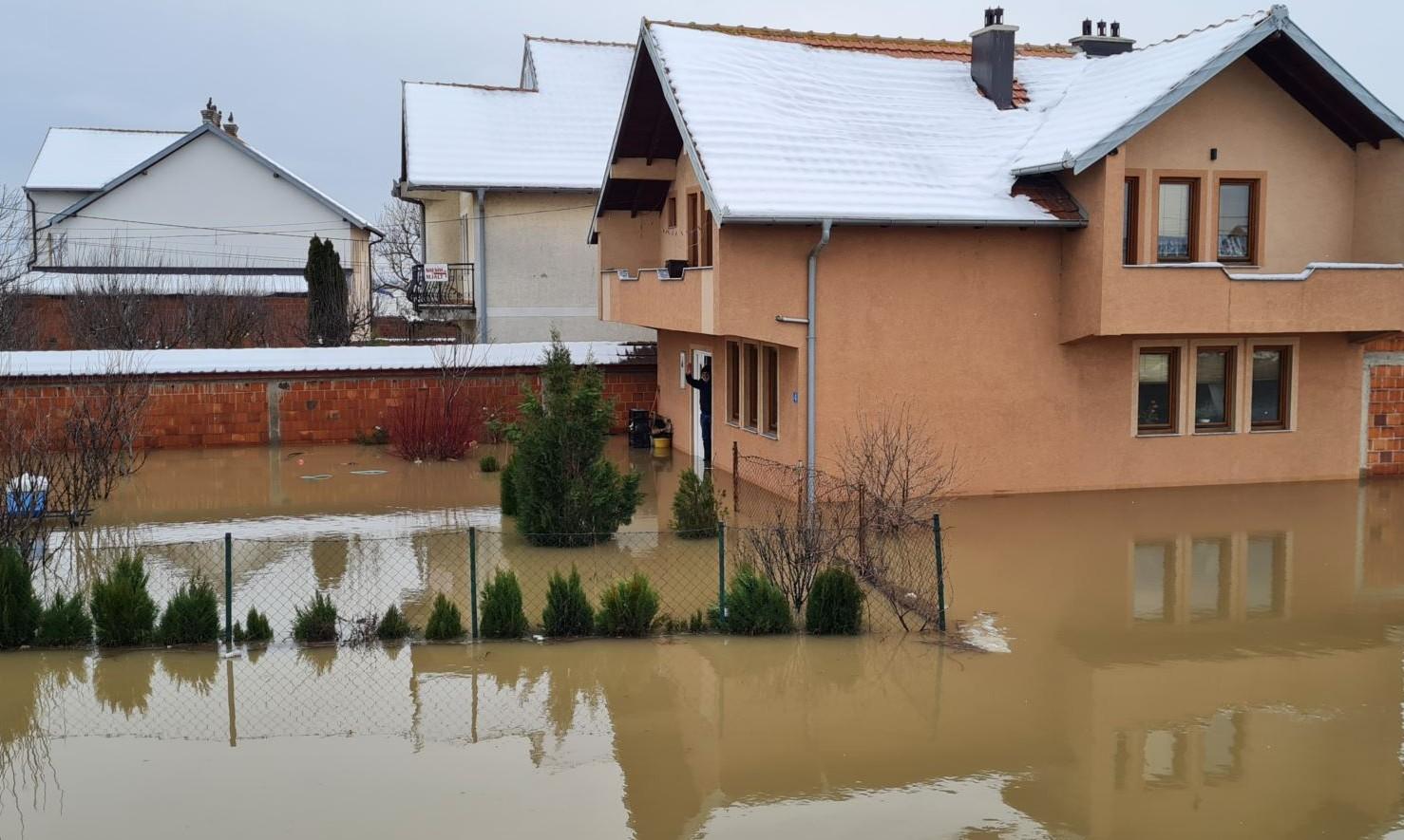 Shkaku i reshjeve që fillojnë nga sot, ka rrezik për vërshime të tjera
