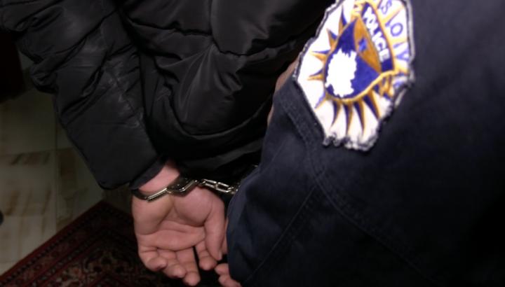 Arrestohen të dyshuarit për vrasjen e 22 vjeçarit në Mitrovicë