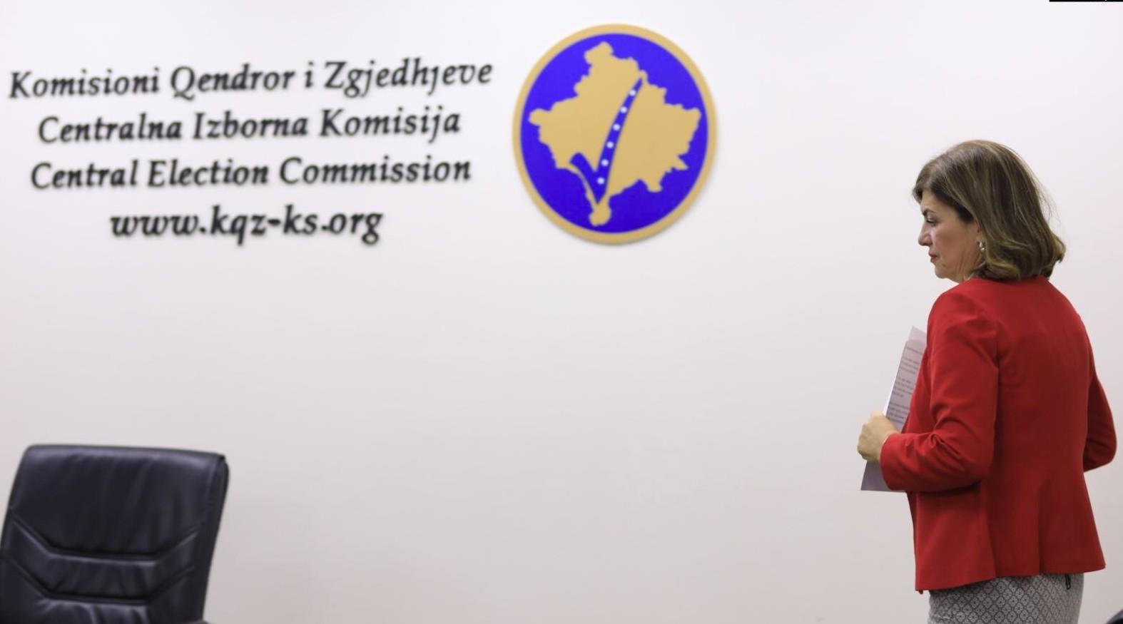 Zyra e Bashkimit Evropian në Kosovë reagon pasi Vjosa Osmani shkarkoi Valdete Dakën