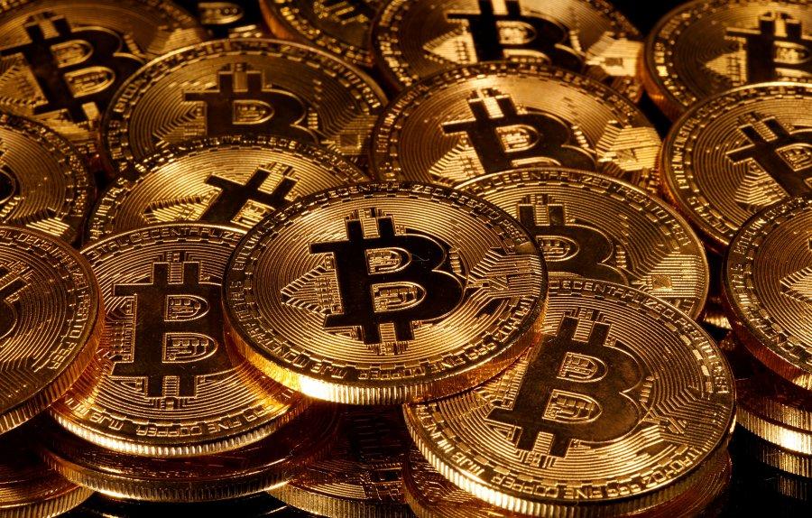 Pas rekordit prej 60 mijë dollarësh, bie sërish vlera e Bitcoint