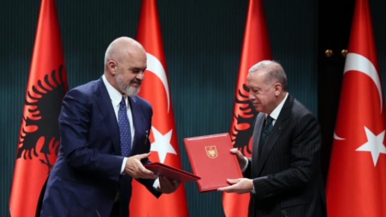 Gjuha turke tani do të mësohet në shkollat e Shqipërisë